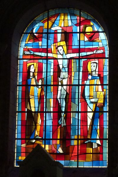 Châtellerault, église Saint-Jacques, vitrail de la crucifixion par Paul Bony, vue générale