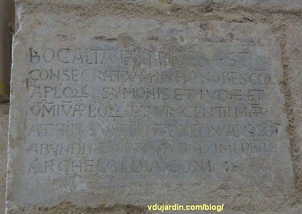 Inscription de la consécration de l'autel des apôtres et saint Vincent dans l'église Saint-Jean-de-Montierneuf à Poitiers
