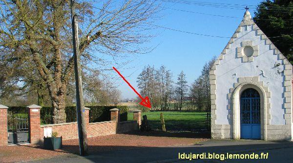 La frontière franco-belge au bas-préau à Mouchin, photographie de Lucien Dujardin