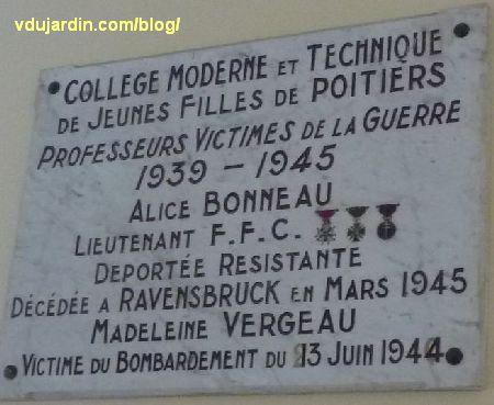 Poitiers, lycée Victor Hugo, plaque commémorative de deux professeurs victimes de la deuxième guerre mondiale