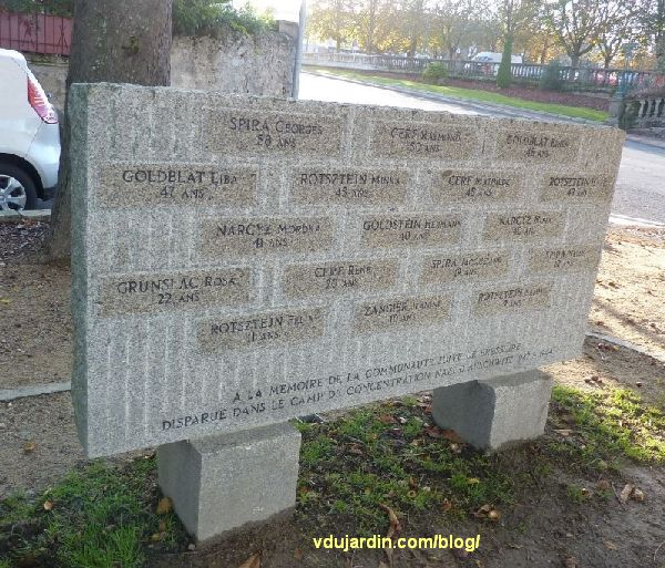Bressuire, stèle aux déportés juifs, vue rapprochée