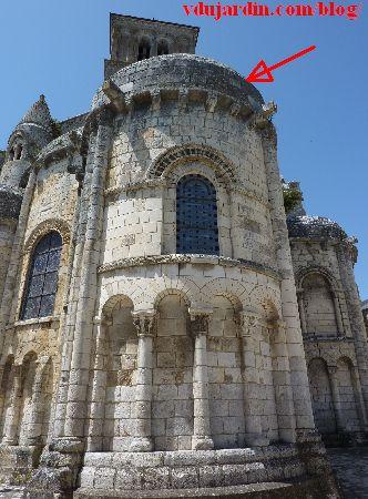 Chauvigny, chevet de l'église Saint-Pierre, emplacement du relief avec la scène de chasse