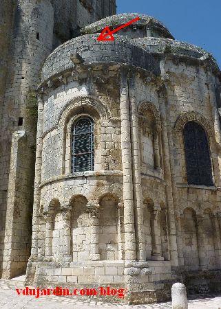 Chauvigny, chevet de l'église Saint-Pierre, emplacement du relief avec le Sagittaire