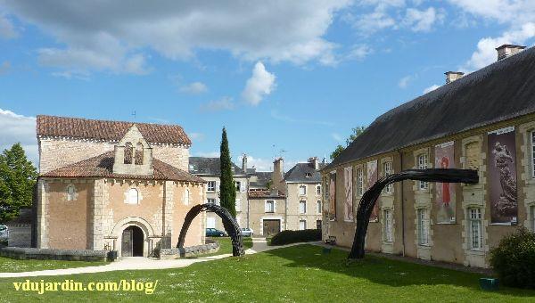 Flux de Rainer Gross à Poitiers, mai 2014, devant le baptistère