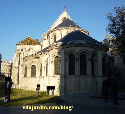 Paris, arts et métiers, chapelle et copie de la statue de la Liberté devant le musée