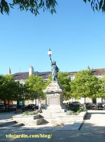 Statue de la Liberté de Poitiers, avec son nouveau globe
