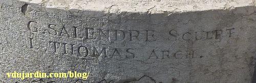 Lyon, place Bellecour, Monument de la Résistance dit le Veilleur de pierre, parsignatures de Georges Salendre et Thomas architecte