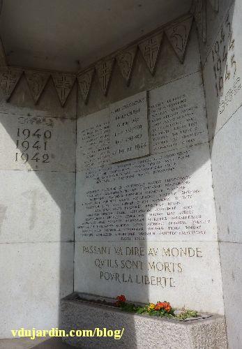 Lyon, place Bellecour, Monument de la Résistance dit le Veilleur de pierre, la niche mémorielle