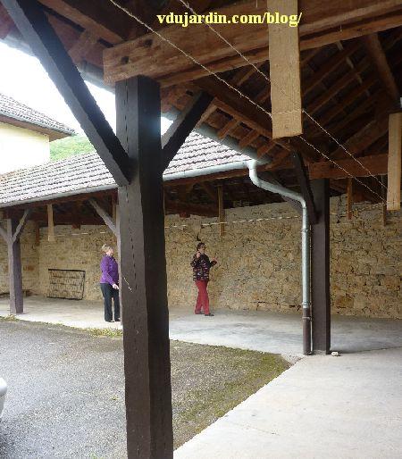 Nans-sous-Sainte-Anne 2014, cloître du prieuré avant installation des torchons