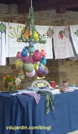 Les tricoboules sur le stand de Sabine Divoux Gaunet à Nans en 2014