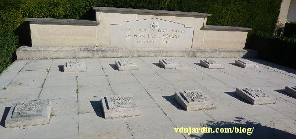 Le monument au réseau Louis Renard, cimetière de Chilvert à Poitiers, les stèles