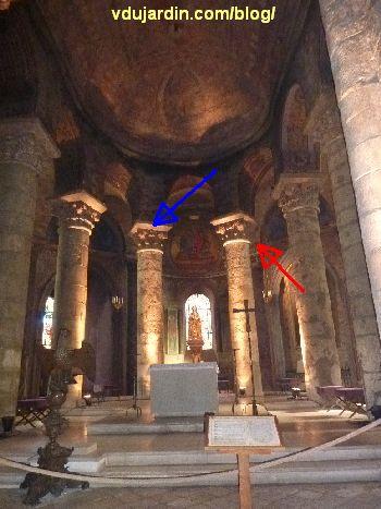 Poitiers, Notre-Dame-la-Grande, choeur, inscriptions Rotbertus (bleu) et ascension du Christ (rouge)