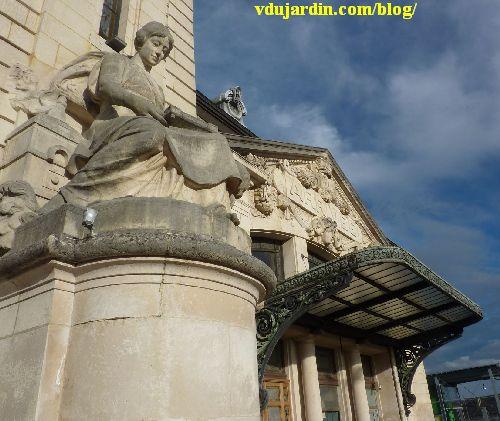 La gare de Limoges, allégorie de l'émail et fronton du hall d'arrivée