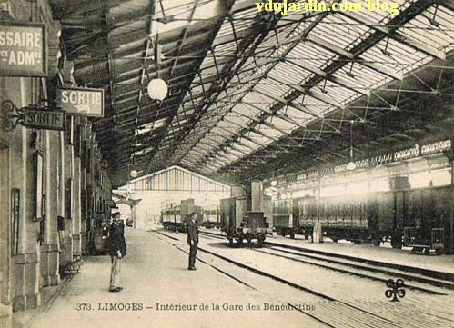 Départ des trains sous la grande verrière de la gare de Limoges, carte postale ancienne