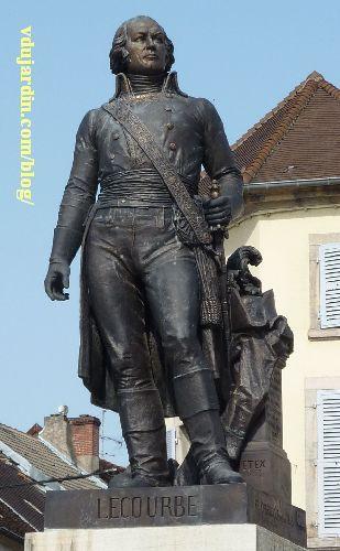 Le général Lecourbe par Antoine Étex à Lons-le-Saunier, vue rapprochée de face