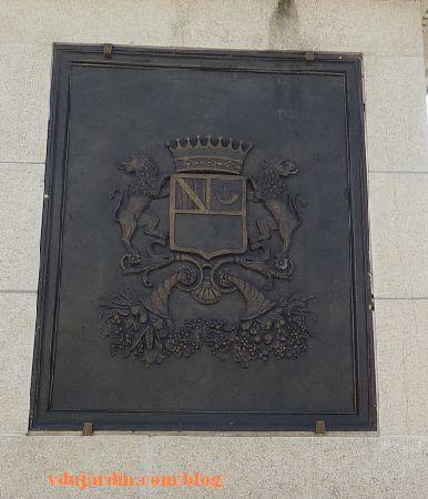 Le général Lecourbe par Antoine Étex à Lons-le-Saunier, armoiries