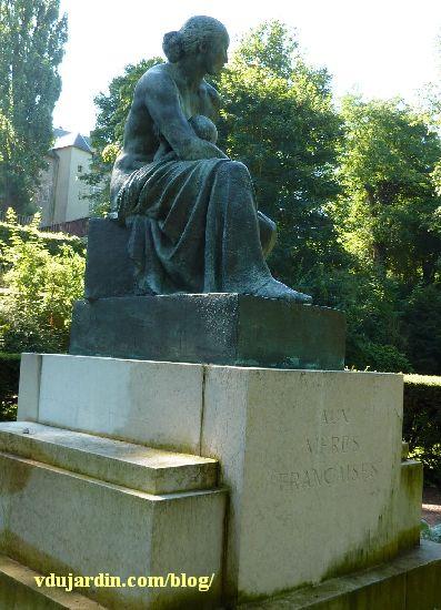 Monument des mères françaises par Petit à Metz, vue de face