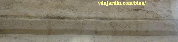 Dédicace de l'autel majeur de Saint-Jean-de-Montierneuf à Poitiers, détail du chanfrein et date 1086