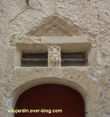 Niort, la maison dite du disciple de Palissy, 2, le linteau