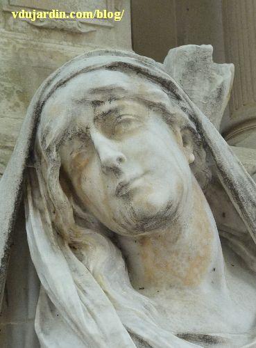 La tombe de la famille Herbette, cimetière du Montparnasse à Paris, le visage de la femme