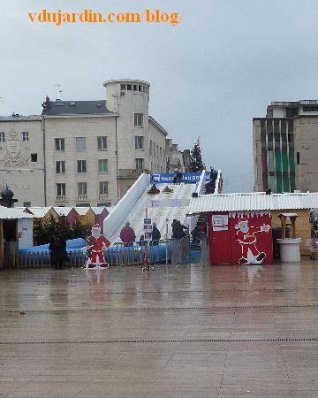 Piste de luge place d'armes à Poitiers, noël 2013
