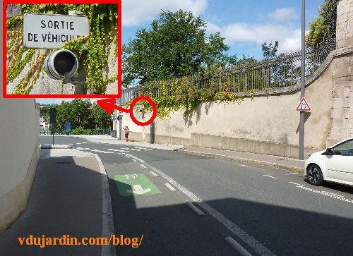 Feu rouge monocolore et sortie de véhicules boulevard Solférino, sortie de la banque de France