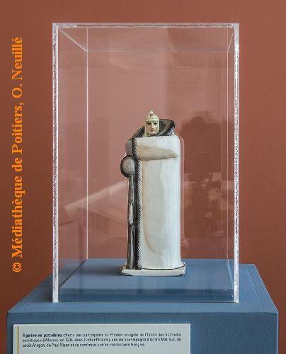 Exposition Jean-Richard Bloch à la médiathèque de Poitiers, statuette rapportée de Moscou en 1934, cliché O. Neuillé