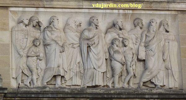 Bordeaux, façade du musée d'Aquitaine, le relief de gauche