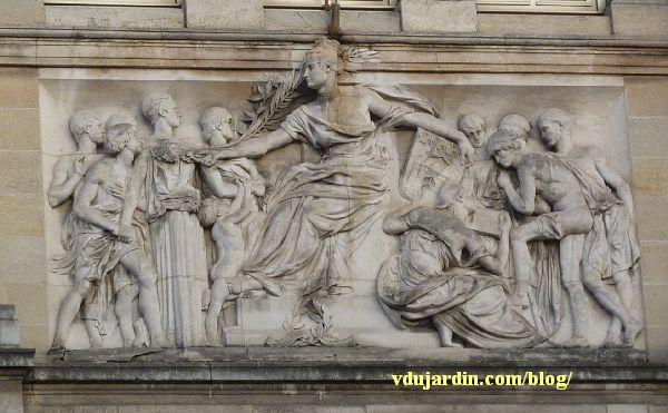 Bordeaux, façade du musée d'Aquitaine, le relief central