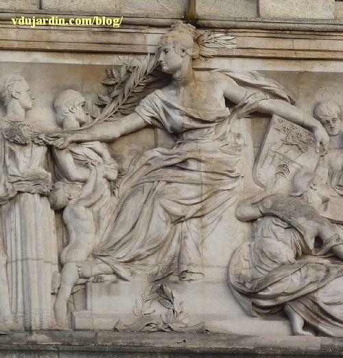 Bordeaux, façade du musée d'Aquitaine, le relief central, allégorie