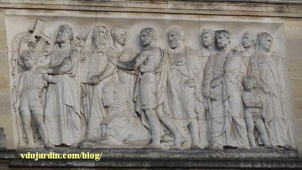 Bordeaux, façade du musée d'Aquitaine, le relief de droite
