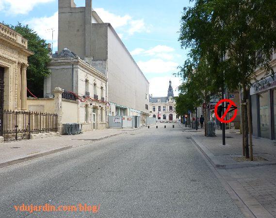 Poitiers, rue Charles-Gide, propisition d'interdiction de tourner à droite