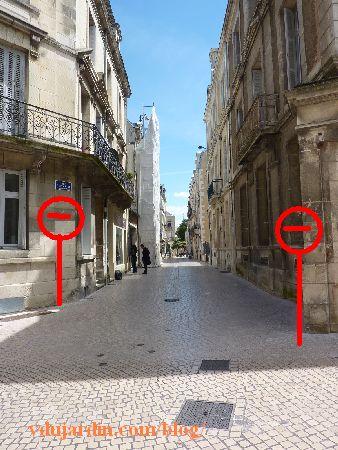 Poitiers, rue Charles-Gide, proposition de panneau sens interdit dans la deuxième partie de la rue