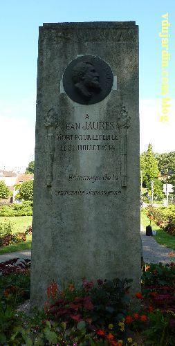 Dole, le monument à Jaurès, face avec le médaillon