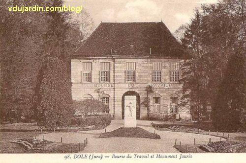Dole, le monument à Jaurès devant le pavillon de l'arquebusier