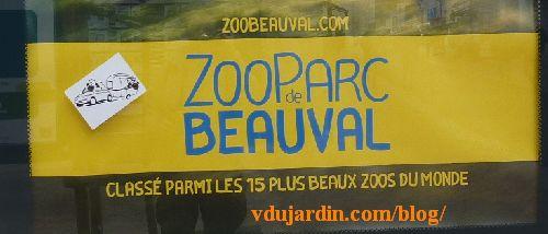 Poitiers, mouton et caravane, sur une affiche du zoo de Beauval