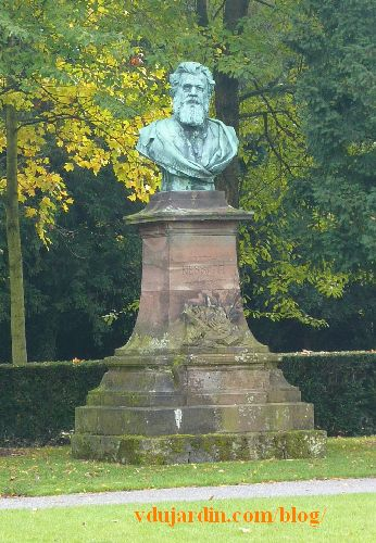 Strasbourg, parc de l'orangerie, monument à Victor Nessler, vue d'ensemble
