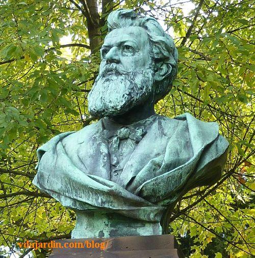 Strasbourg, parc de l'orangerie, monument à Victor Nessler, le buste en bronze