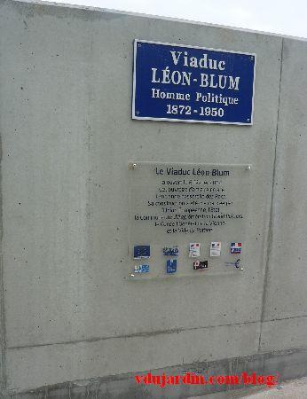 Le viaduc des Rocs à Poitiers, avril 2014, plaque avec les financeurs