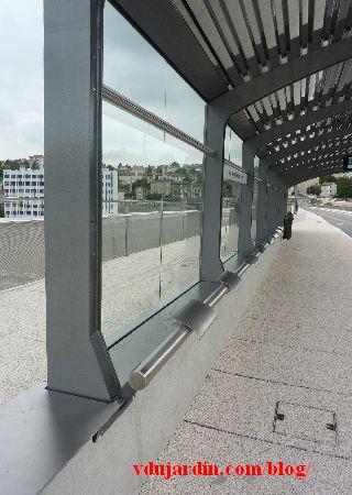 Le viaduc des Rocs à Poitiers, 12 juillet 2014, abribus