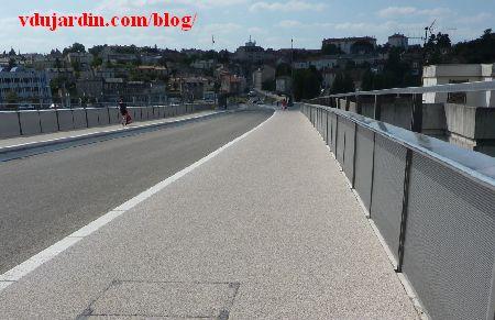 Le viaduc des Rocs à Poitiers, 19 juin 2014, nouveau revêtement côté cyclistes