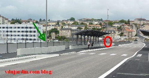 Le viaduc des Rocs à Poitiers, 26 mai 2014, abribus encore pas finis, horaires absurdes