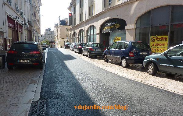 Poitiers, rue du Petit-Bonneveau, 3 août 2014, voitures sur les trottoirs