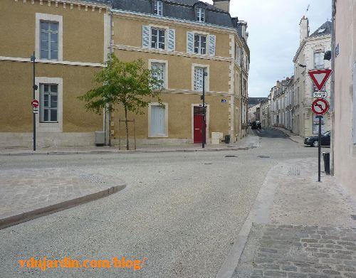 Poitiers, rue Renaudot, nouveau panneau interdit de tourner à gauche