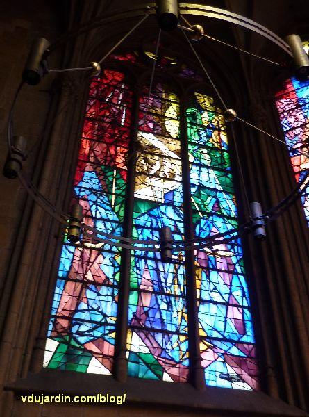 Cathédrale de Metz, vitraux de Jacques Villon, première baie, l'exode