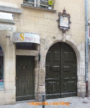 Poitiers, hôtel Barbarin, portail et porte cochère
