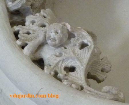 Amboise, chapelle Saint-Hubert, personnage émergeant des feuillages