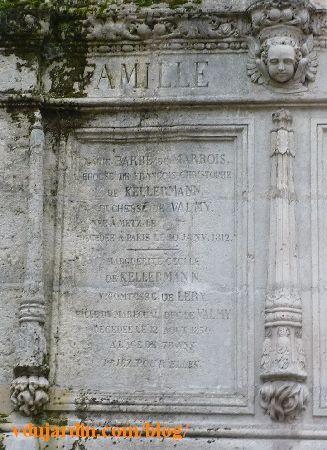 Tombeau des Kellermann au Père Lachaise à Paris, plaque gauche