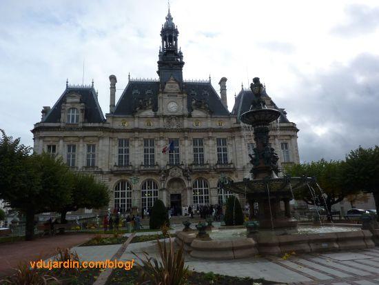 Hôtel de ville de Limoges, façade et fontaine