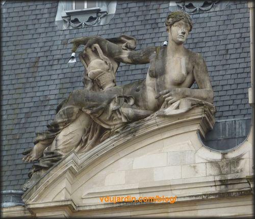Hôtel de ville de Limoges, allégorie à gauche